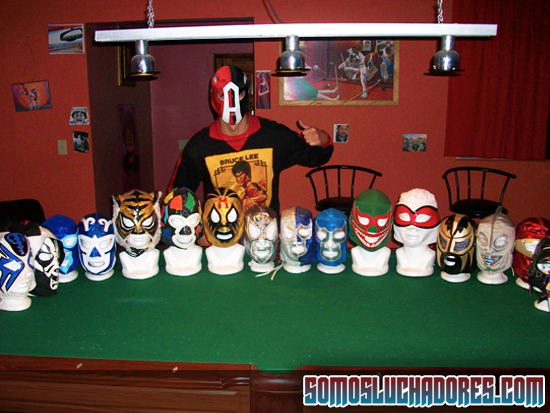 Colección de Mascaras | Posando con máscara personalizada.